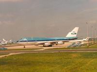 N1295E @ EHAM - KLM , B747-206B SUD - by Henk Geerlings
