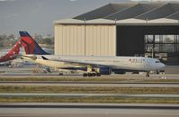 N852NW @ KLAX - Taxiing to gate