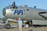 N529B @ LAL - Finally get to have my photo taken with FIFI !!!
