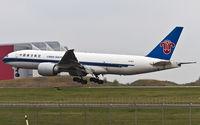 B-2071 @ ELLX - short final RW06