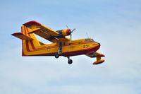 C-FTXK @ CYQB - CL215 landing phase - by Patrick Lemieux