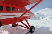 N424KT @ KAHILTNA C - K2 Aviation Dash 3 on the Kahiltna Clasier