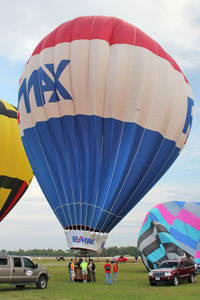 N5224R @ LAL - The wind was too strong to allow the full inflation and mass take-off of the balloons at 2012 Sun n Fun