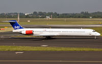 SE-DIN @ EDDL - taxying to the active