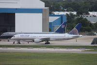 N537UA @ TPA - United 757