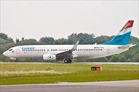D-AXLK @ ELLX - Boeing 737-86J, - by Jerzy Maciaszek