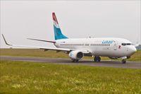 D-AXLK @ ELLX - Boeing 737-86J - by Jerzy Maciaszek