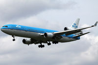 PH-KCA @ EHAM - On short final for Polderbaan - by Markus579