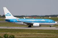 PH-BGX @ LOWW - Boeing 737-700 - by Michael Stricker