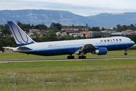N659UA @ LSGG - Landing in 23