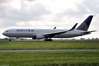 N674UA @ EHAM - United Airlines - by Jan Lefers