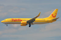 D-ATUB @ EDDF - On short finals for r/w 25L - by Robert Kearney
