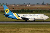 UR-GAK @ VIE - Ukraine International - by Chris Jilli