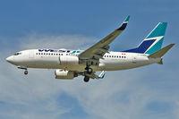 C-GUWS @ CYVR - 2002 Boeing 737-76N, c/n: 33378