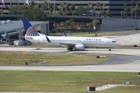 N73283 @ TPA - United 737-800