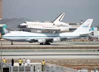 N905NA @ KLAX - The Endeavour is finally on Los Angeles soil - by Jonathan Ma