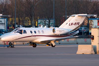 LN-RYG @ LOWW - EFS European Flight Service - by Thomas Posch - VAP