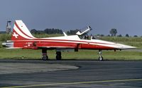 J-3087 @ LFQI - taxying to the flightline