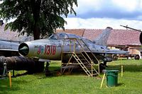 1318 - Mikoyan MiG-21 U-400 Mongol A [661318] Drzonow-Lubuskie~SP 16/05/2004 - by Ray Barber