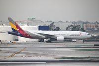 HL7742 @ KLAX - Boeing 777-200ER - by Mark Pasqualino