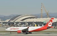 D-ALPC @ KLAX - Taxiing to gate