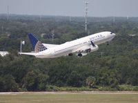 N18220 @ TPA - United 737-800