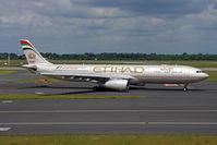 A6-AFC @ EDDL - Etihad Airways Airbus A330-343X taxi in EDDL/DUS - by Janos Palvoelgyi