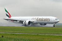 A6-EWB @ EHAM - Emirates Boeing B777-31H/ER landing in EHAM/AMS - by Janos Palvoelgyi