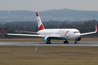 OE-LAE @ VIE - Austrian Airlines - by Joker767