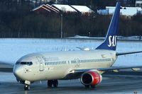 LN-RCZ @ ENTC - SAS  B737 at Tromso