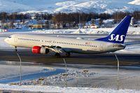 LN-RPM @ ENTC - SAS's LN-RPM (Frigg Viking), 2000 Boeing 737-883, c/n: 30195 at Tromso