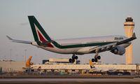 EI-EJJ @ MIA - Alitalia A330