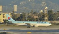 HL8228 @ KLAX - Taxiing to gate at LAX