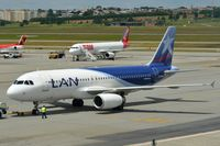 CC-BAH @ SBGR - LAN A320 taxiing to gate - by FerryPNL