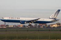 N655UA @ LIRF - Landing
