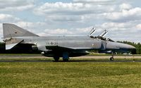 38 24 @ ETSN - taxying to the flightline