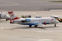 OE-LCM @ LOWW - Canadair CRJ-200LR [7205] (Austrian Arrows) 12/09/2007