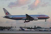 N784AN @ MIA - American 777-200