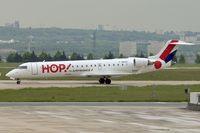 F-GRZO @ LFPG - HOP 's 2007 Canadair CL-600-2C10 Regional Jet CRJ-700, c/n: 10265