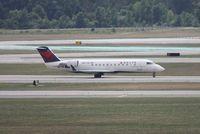 N8721B @ DTW - Delta CRJ-200