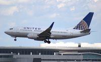 N19621 @ MIA - United 737-500