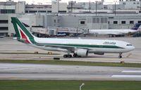 EI-EJI @ MIA - Alitalia A330-200