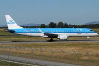PH-EZG @ VIE - KLM - by Chris Jilli