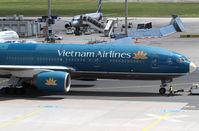 VN-A143 @ EDDF - Vietnam Airlines B777