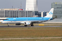 PH-EZG @ LOWW - KLM Emb190 - by Thomas Ranner