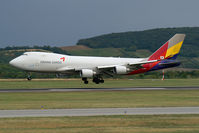HL7616 @ VIE - Asiana Airlines Boeing 747-400