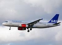 OY-KAU @ EKCH - App to R-22L Copenhagen Kastrup 5.11.13 - by leo larsen