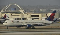 N1611B @ KLAX - Taxiing to gate at LAX