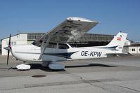 OE-KPW @ LOWW - Cessna 172