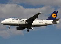 D-AKNH @ LFBO - Landing rwy 32L - by Shunn311
